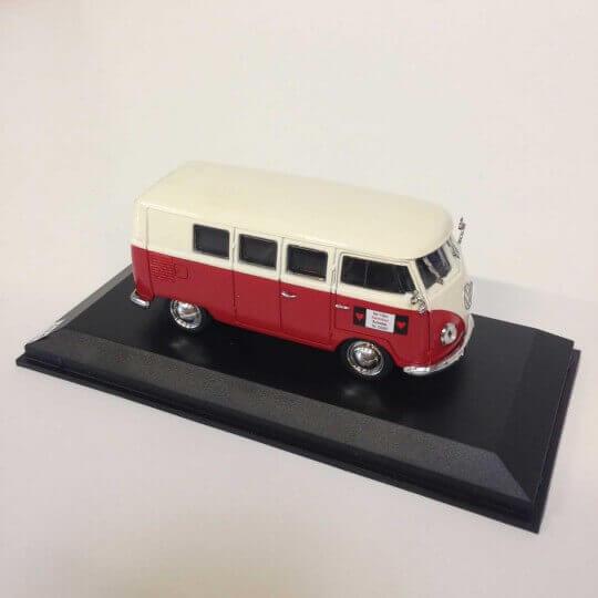 Volkswagen T1 Kombi Blanc et Rouge
